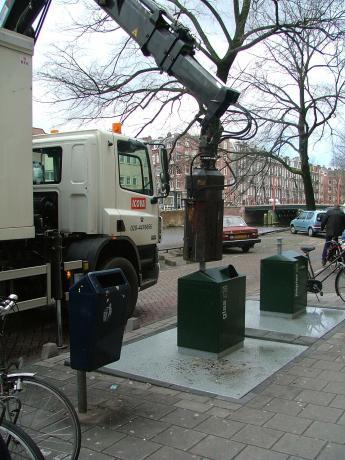 Holland-Amsterdam-glasentsorgung1.jpg