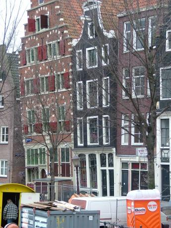 Holland-Amsterdam-schraeg.jpg